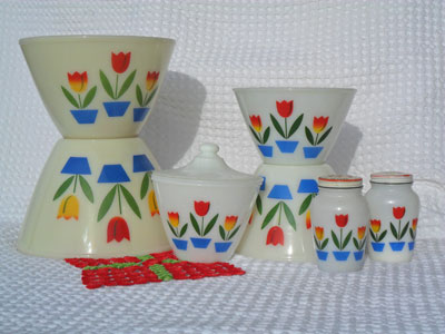 10 pieces fireking (mugs and serving dishes)